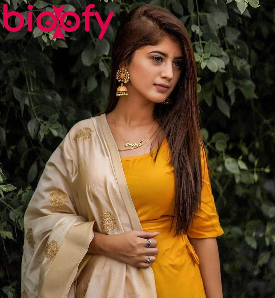 Arishfa Khan in yellow dress