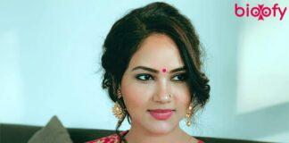 kamna pathak biography