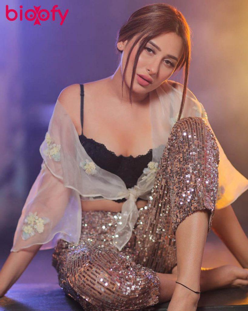 Mahira Sharma hot pic